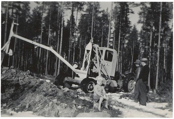Ovanlig grävmaskin på Byåsen i Klemets-Åkes sandtag.