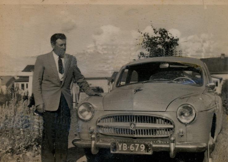 """""""Dagsmark fyra – säljer bilar dyra"""" var ett välkänt uttryck den tiden som Åke sålde bilar."""