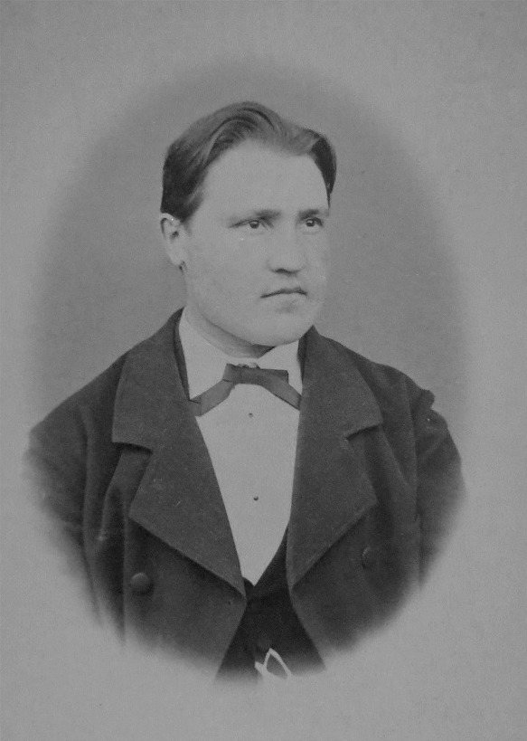 Johan Jakob Wadström som nyutbildad lärare från seminariet i Nykarleby i juni 1882.