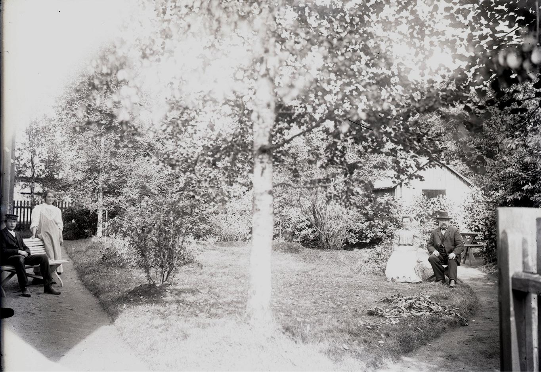 Wadström var mycket intresserad av trädgårdar och parker, och det är nog han som lade grunden till den park som ännu i dag finns runt skolan i Dagsmark. Han planterade också granar på begravningsplatsen i Lappfjärd.