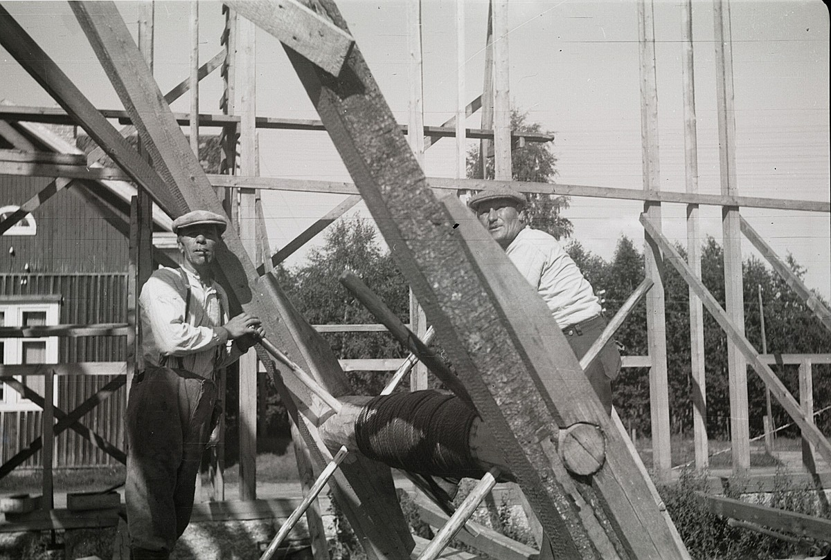 Takstolarna vinschades upp med en dylik maskin, då ungdomslokalen byggdes 1950.