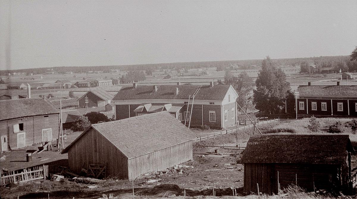 Vy över Härkmeri 1956. Den stora gården mitt i bild är gamla Hakkela gård. Till höger systrarna Edit och Eva Grannas gård och till vänster bakom rian Haglunds gård.