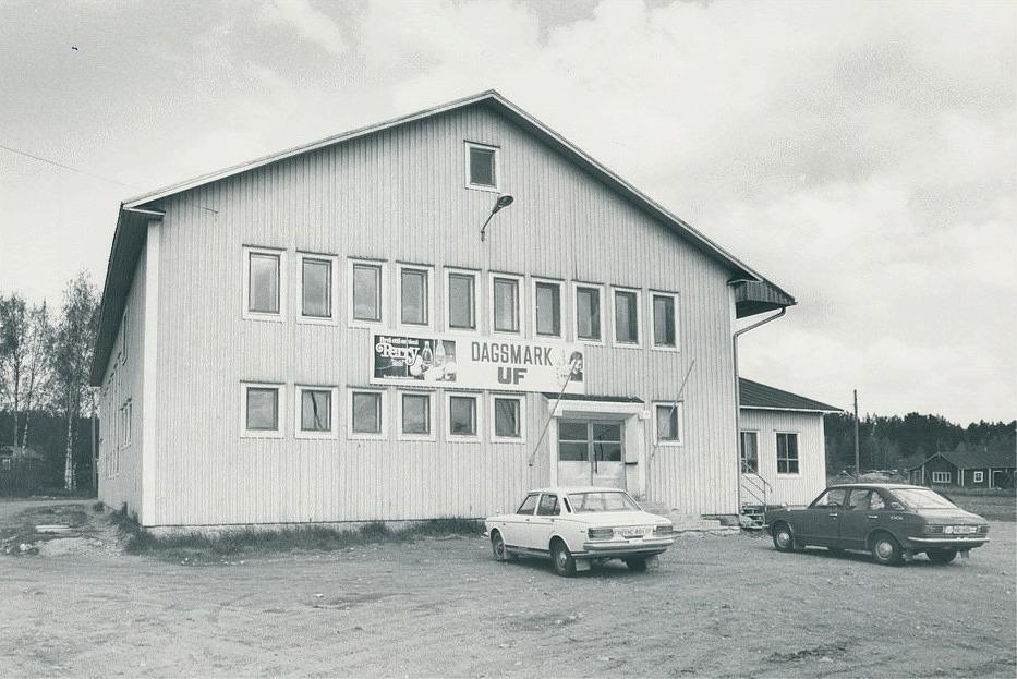Lokalen på 1980-talet. Till höger syns Rosengårds uthus.