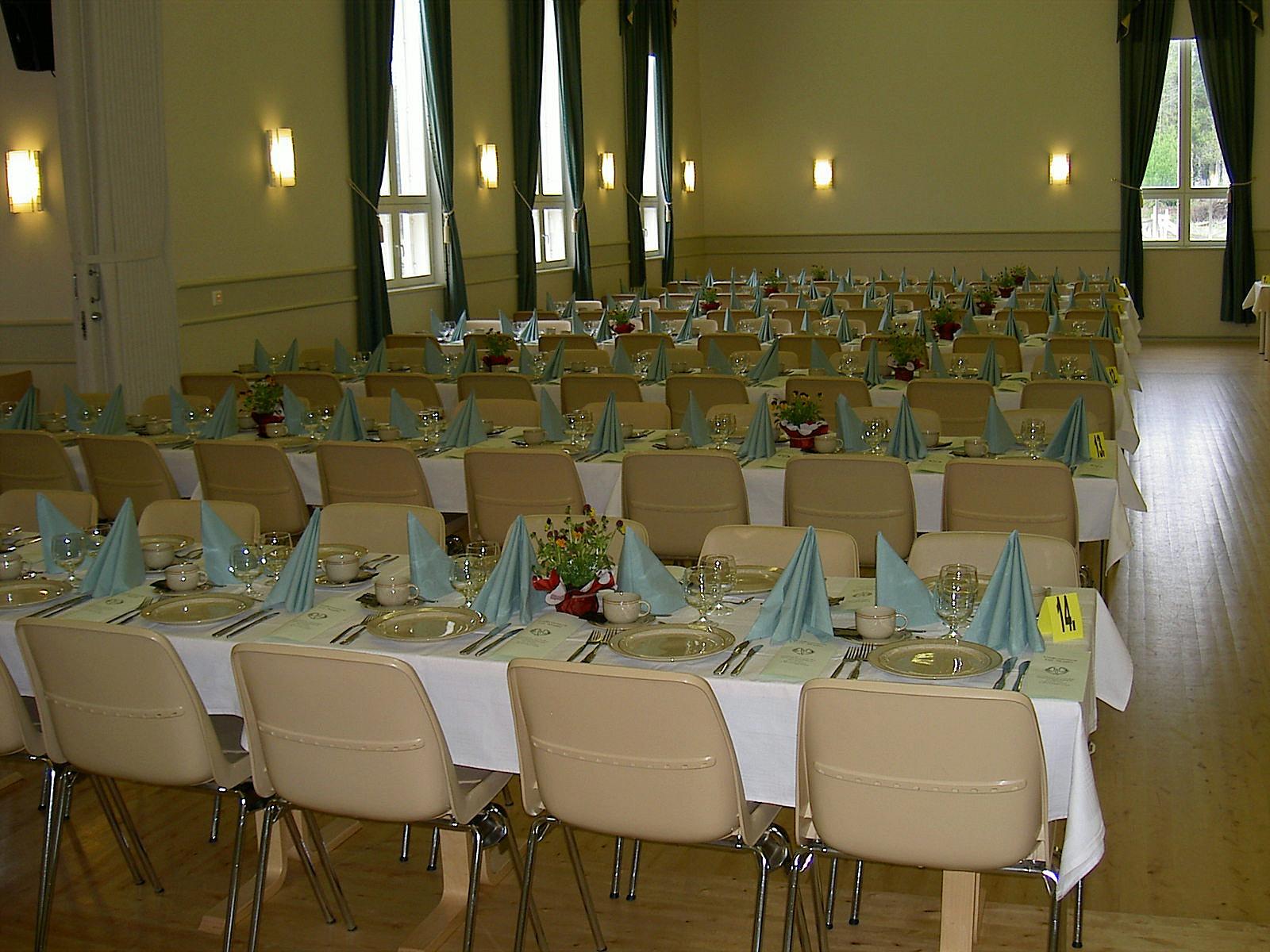 Det nya föreningshuset Majbo är som gjort för fina fester. Fotot från 2003 då Marthaförbunden höll ett möte här.