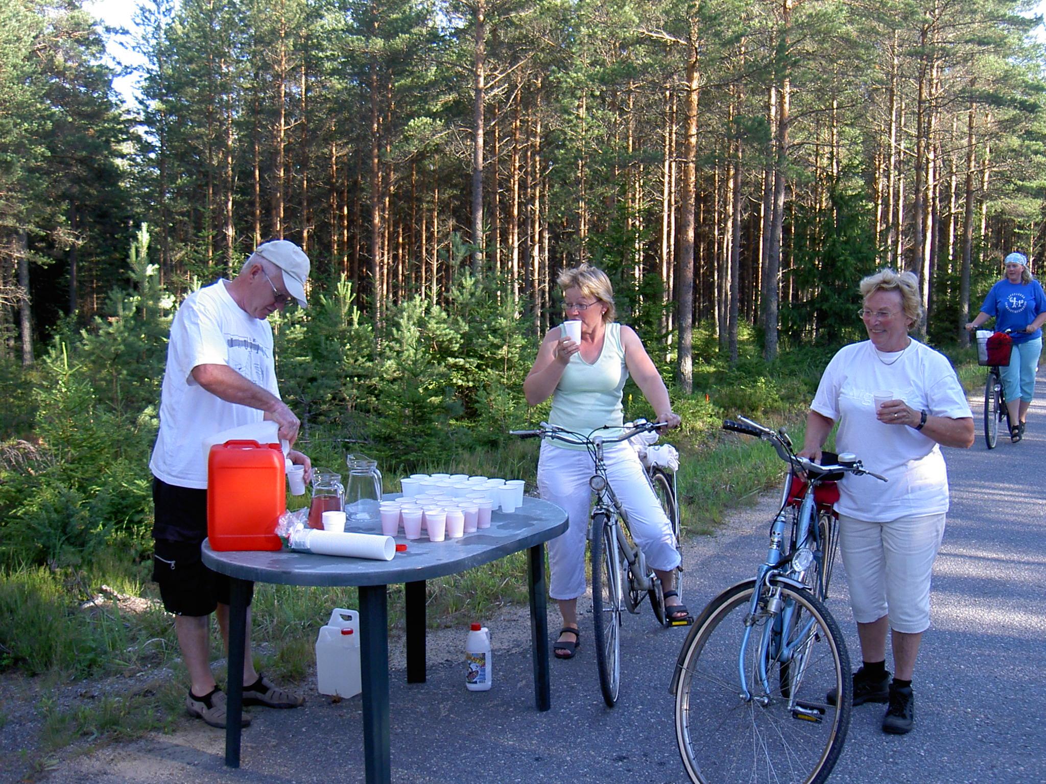 År 2007 var Kurt Backlund med och serverade saft och vatten uppe på Bergåsen.