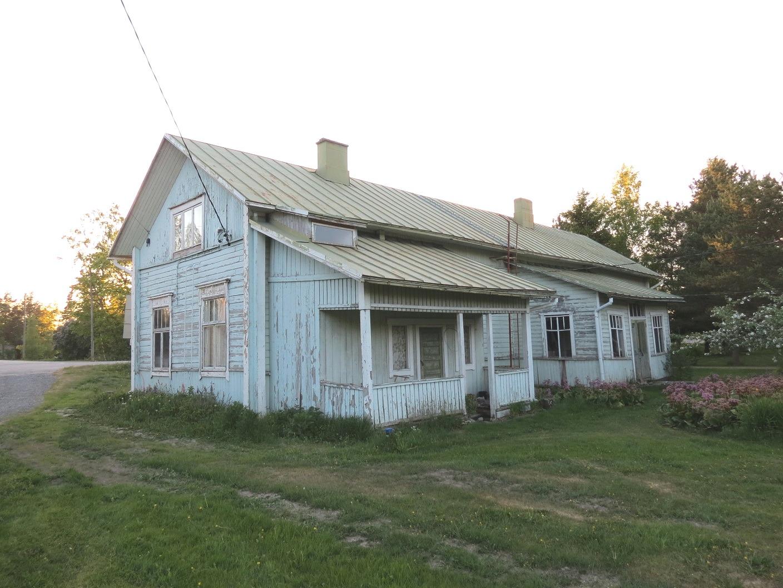 Hautaviitas gamla gård på Jossandt hemmanet byggdes troligen i slutet på 1800-talet och är idag i ganska dåligt skick. Fotot från 2018.
