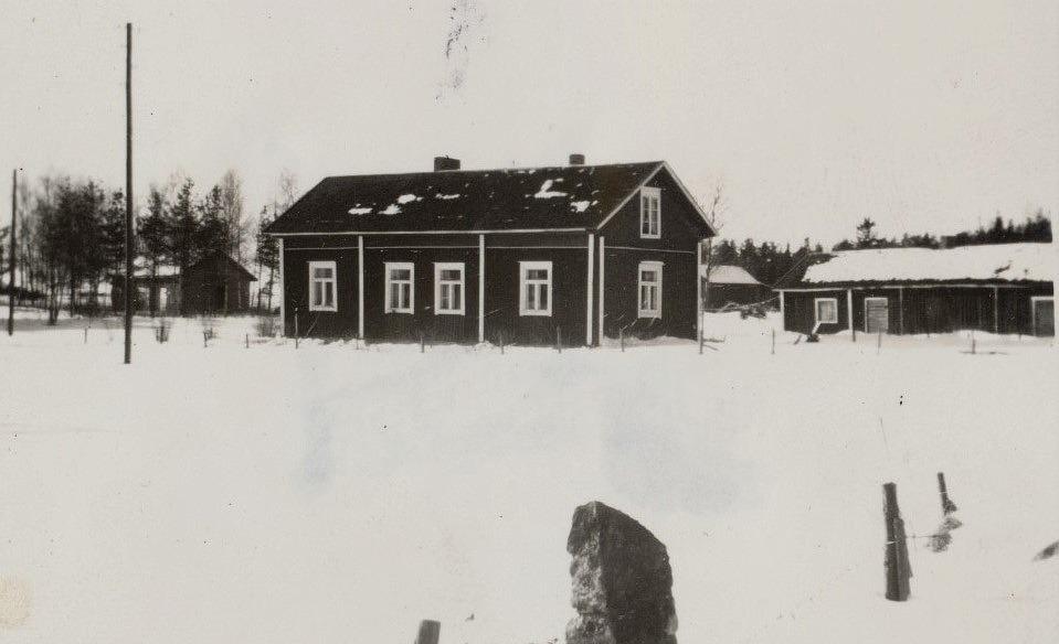 Rosengård Ingmars gård, fotad från öster 1963. Till vänster syns ungdomsföreningens gamla uthusbyggnad.