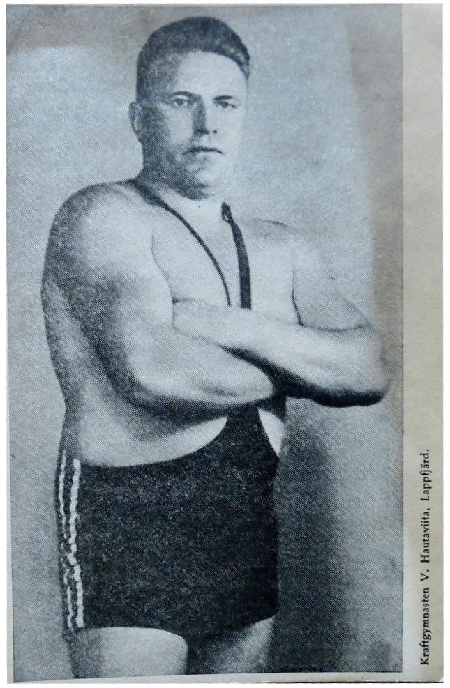 Stålmannen William Hautaviita i sina krafts dagar. Han turnerade flitigt och visade sin styrka i skolor och på olika tillställningar ännu in på 80-talet.