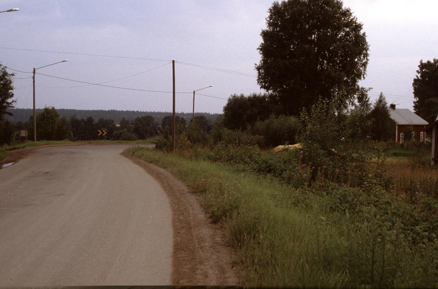 Den berömda Kiaskroken år 1983. Till höger det hus som Harald Lillsjö byggde i tiderna, där Broberg bodde en tid.