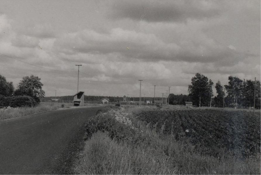 Fotot taget från Pala-Alvaras mot Palon . Mitt i bild transformatorn.