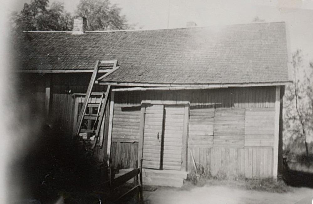 Rosenblads gård på Storåvägen. Fotot som är lånat från Sverige har tillhört Helny Åbb, född Granlund.