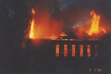 Det var en vacker natt i maj då ungdomsföreningens hus förstördes i en mycket häftig brand.