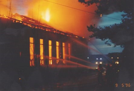 Branden var synnerligen häftig och lågorna och skenet syntes allt till Tjöck, därifrån räddningsmanskap också anlände.