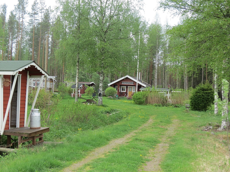 """De nuvarande ägarna bor i södra Finland och använder stället som fritidsområde. Den ursprungliga byggnaden revs för något år sedan och har nu ersatts med en modern stockbyggnad. Den ursprungliga byggnaden revs för något år sedan och har nu ersatts med en modern stockbyggnad. Området kallas i dag för """"Airin Tupala""""."""