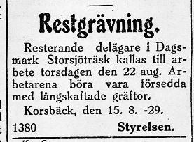 Med långskaftade gräftor skulle delägarna i Storsjöträsk rensa upp i kanalen.