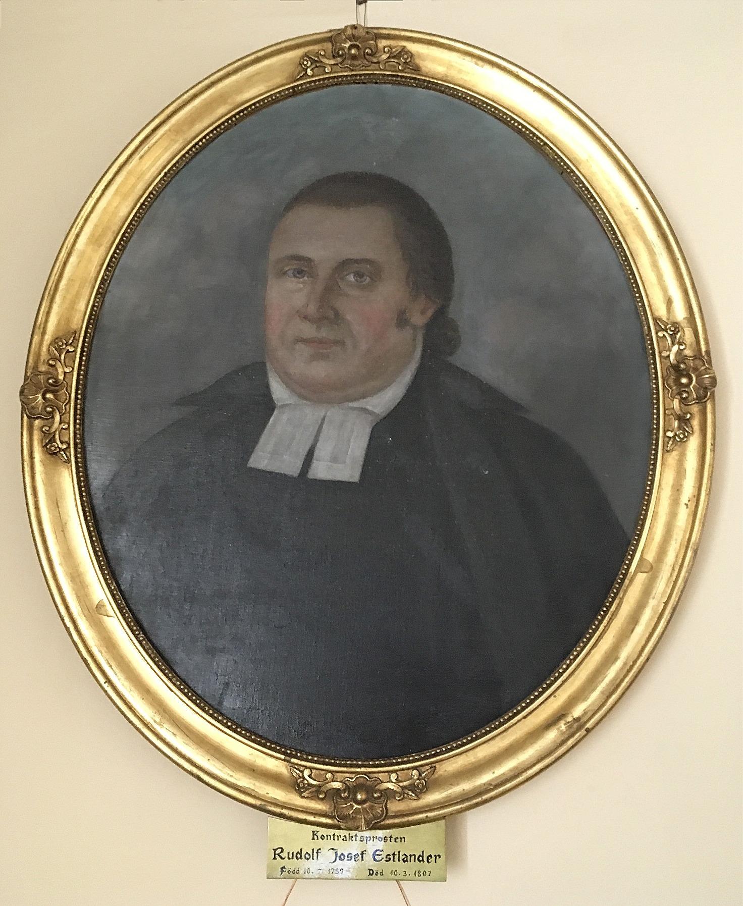 Denna tavla som hänger i kyrkans sakristia föreställer Rudolf Estlander som levde mellan åren 1759 - 1807 och verkade som kyrkoherde mellan åren 1786 - 1807. Rudolfs släktingar i Helsingfors lät måla denna tavla utgående från en miniatyrtavla som de hade.