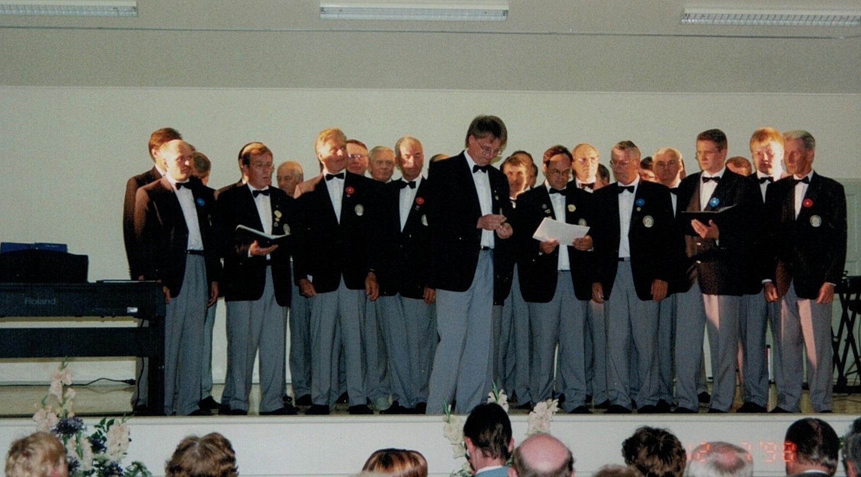 Lappfjärds Manskör under ledning av Mikael Ekholm uppträdde också på söndagens fest.