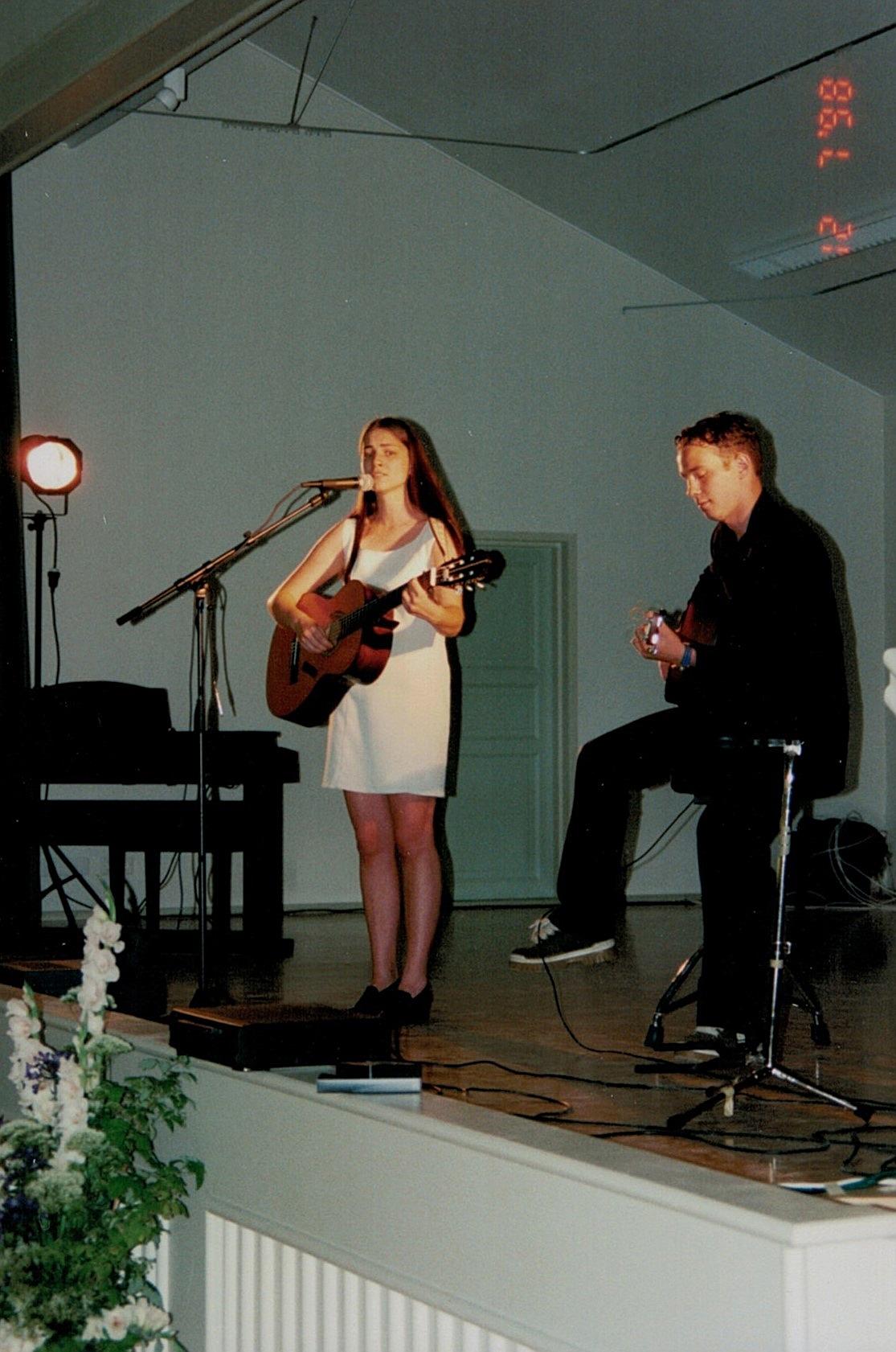 Nanna Rosengård tillsammans med Jimmy Westerlund uppträdde med sång.