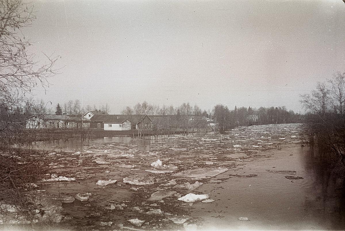 Foto från Nybron norrut vid islossningen 1962.