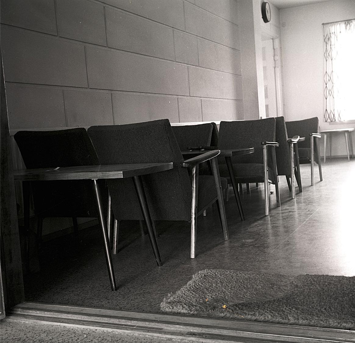 Lite svårt att förstå i dag att eleverna i början på 1960-talet kunde tillverka dylika bord och stolar.