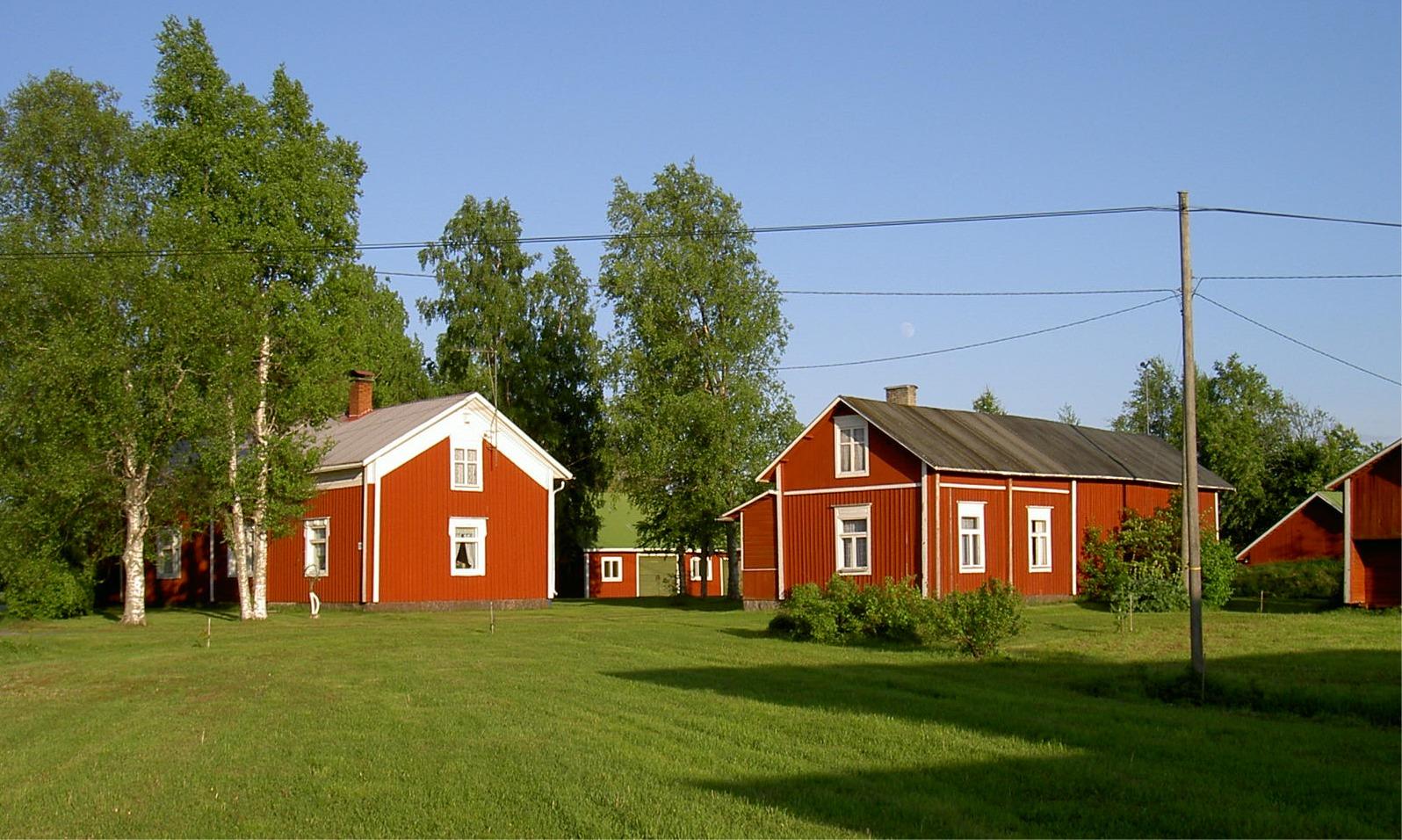 Gården fotograferad från väster år 2003.