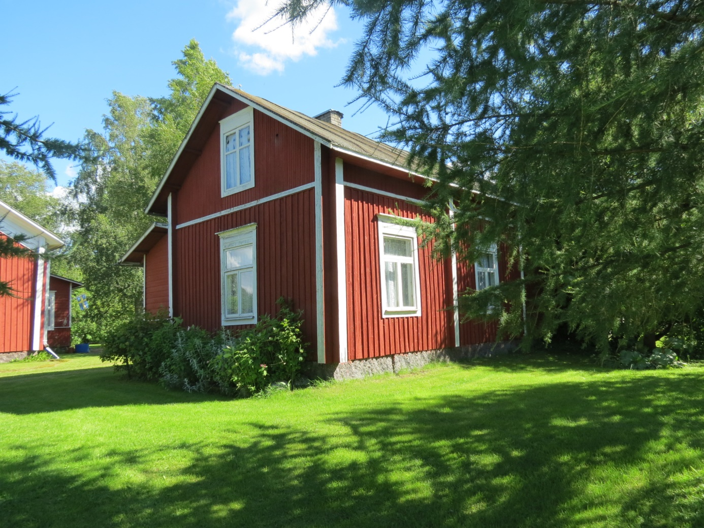 Erland och Selma Grönroos bodde i lillstugan efter att den yngre generationen tagit över huvudbyggnaden,