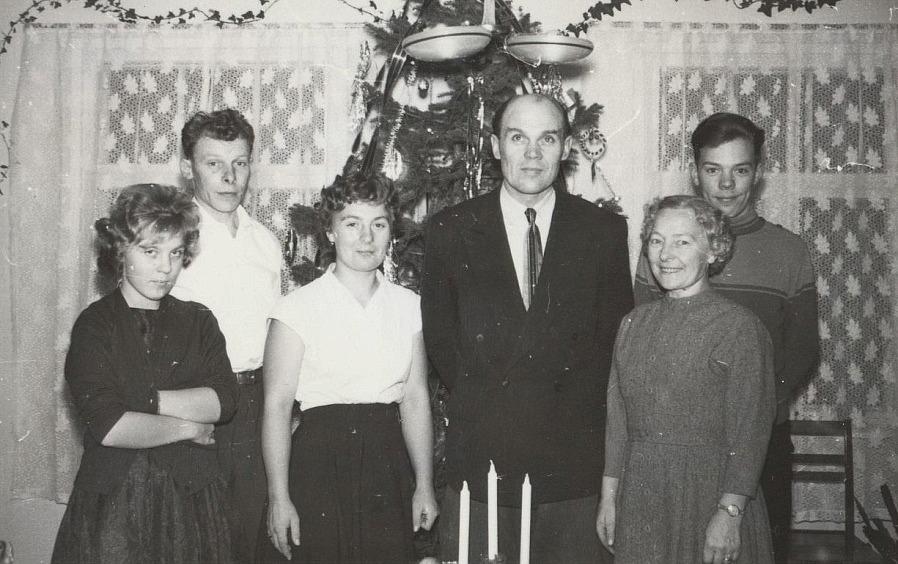 Signe och Lennart Grans med barnen Annel, Gun-Lis och Jarl. Boris Långfors står till vänster.