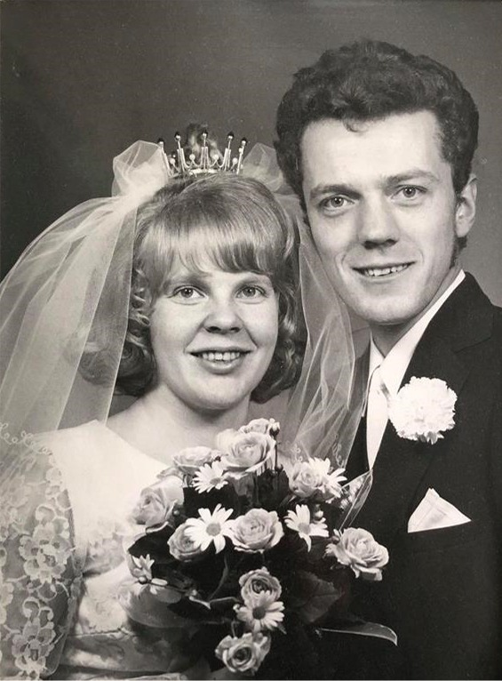 Roy Rosenback gifte sig första gången i april 1971 med Birgit Franzén från Övermark.