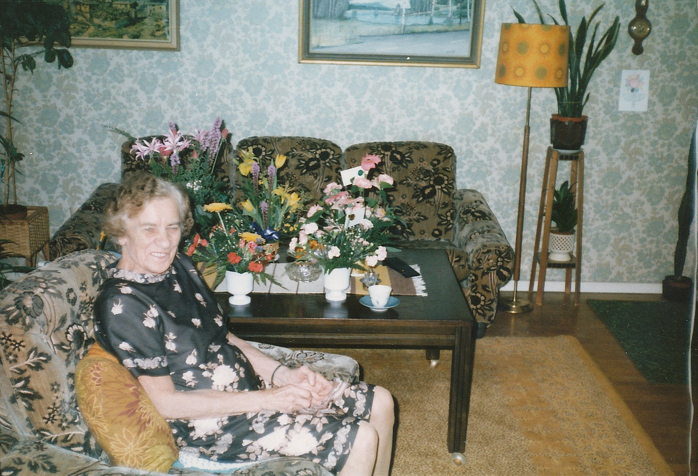 """Ellen Grönroos som föddes där """"Andersas"""" men växte upp på Åbackan flyttade på äldre dar till Sverige med så gott som alla barn. Här fotograferad på sin 80-års dag."""