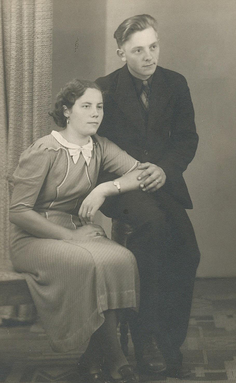 I april 1940 gifte sig Birger Grönroos med Lilja Nordberg från Palon, Hon var född 1919 och var dotter till Alfred och Adelina Nordberg.