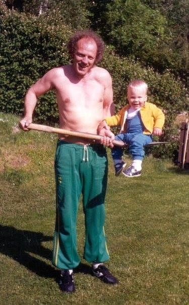 Roy Rosenback med sonen Patrik på spaden.