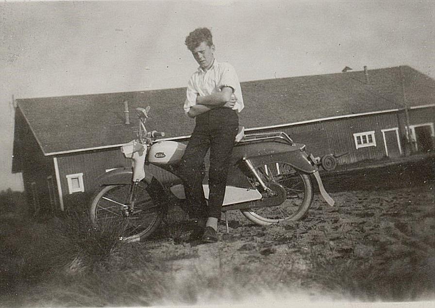 En egen Solifer var den verkliga pojkdrömmen, så också för Roy Rosenback år 1961. Fotot taget hemma på gården.