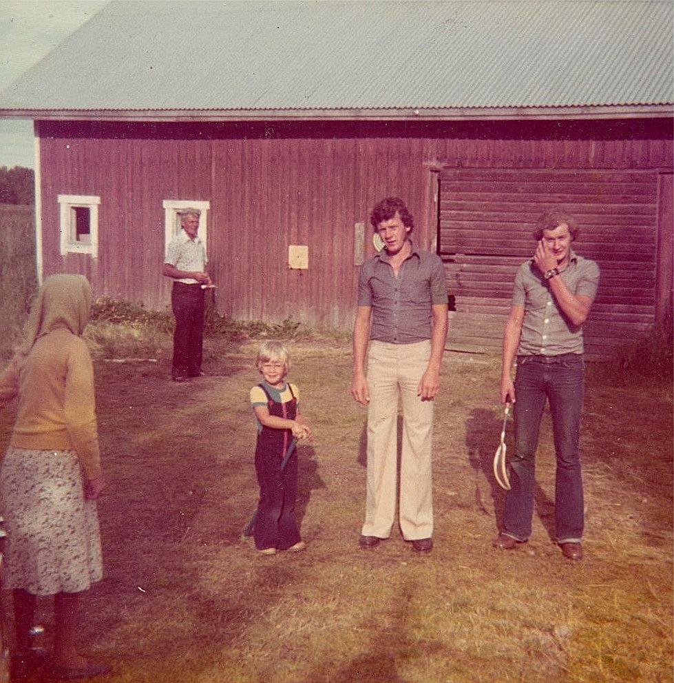 Selma Rosenback till vänster och följande är sonen Eskil, sedan Tommy Sarenbrant, Bror Rosenback och till höger Rune Agnäs.
