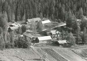 Berglunds gårdsgrupp i Lillsjö. Flygfoto från år 1966