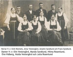 Gruppfoto på ungdomar.